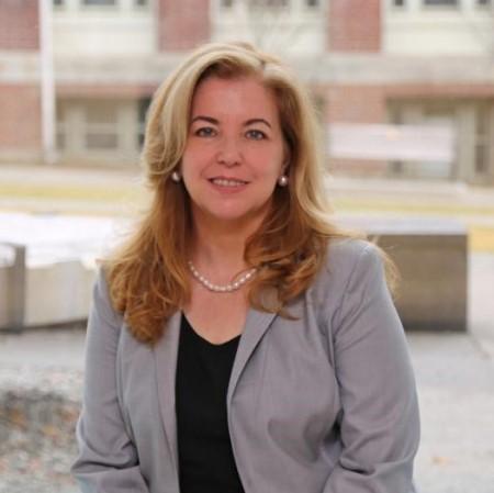 Profile Picture of Vicki Colvin.